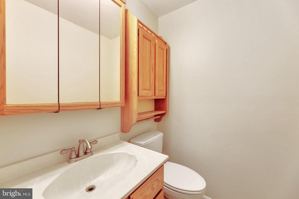 Main level half bath - 3208 SHOREVIEW RD, TRIANGLE