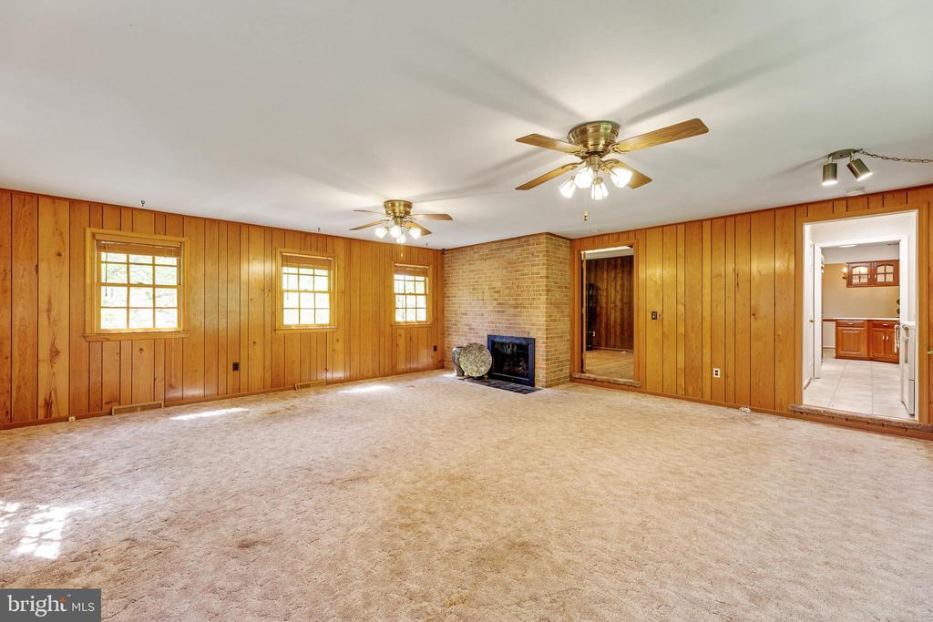 Family room with a cozy fireplace - 3208 SHOREVIEW RD, TRIANGLE
