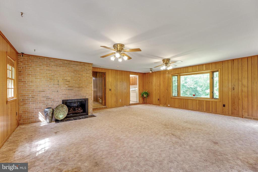 The huge bay window overlooking the grounds. - 3208 SHOREVIEW RD, TRIANGLE