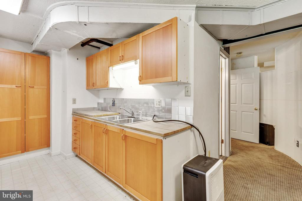 Basement pantry and kitchen space - 3208 SHOREVIEW RD, TRIANGLE