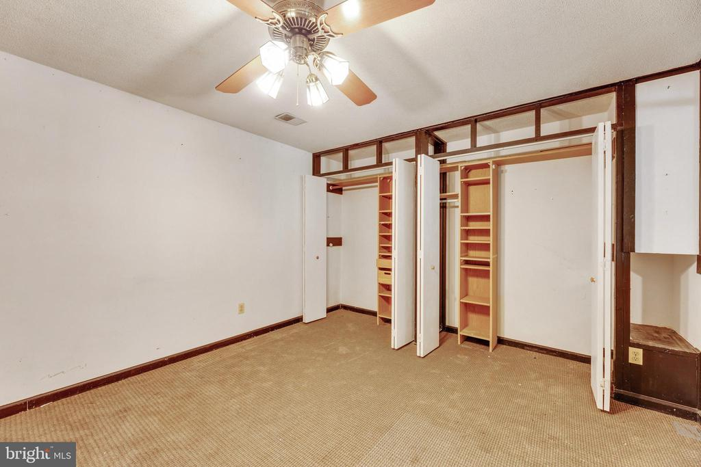 Could be a 6th BR (NTC) Sooo many closets! - 3208 SHOREVIEW RD, TRIANGLE