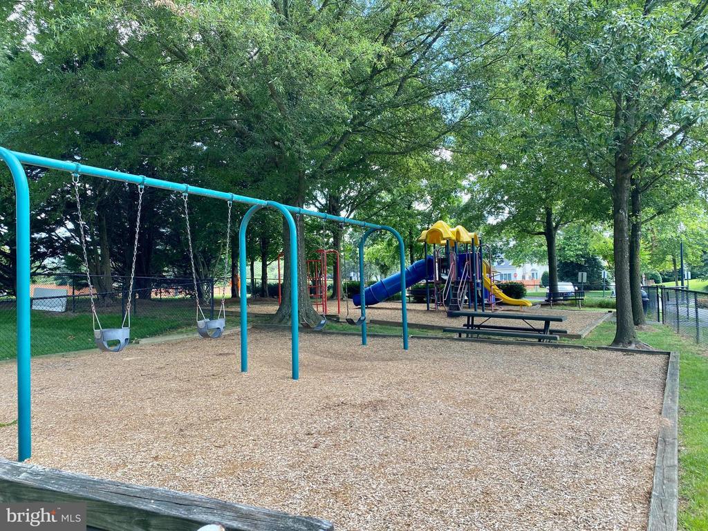 Community Swings - 10911 HUNTER GATE WAY, RESTON