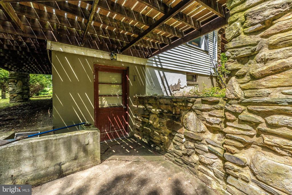 Basement Entrance - 6233 YEAGERTOWN RD, NEW MARKET