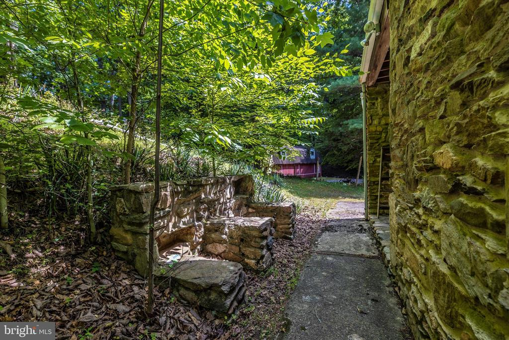 Back of House - 6233 YEAGERTOWN RD, NEW MARKET
