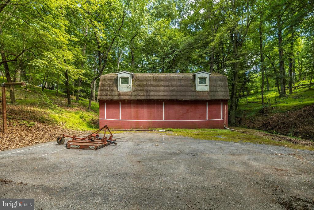Barn with loft - 6233 YEAGERTOWN RD, NEW MARKET