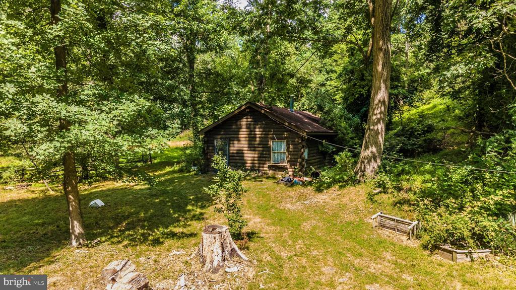 Studio Building with electric and bathroom - 6233 YEAGERTOWN RD, NEW MARKET