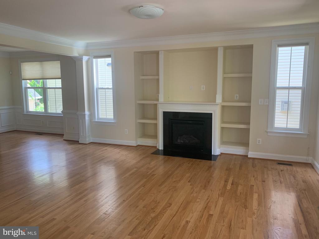 The home is vacant now! - 1111 LINCOLN AVE, FALLS CHURCH