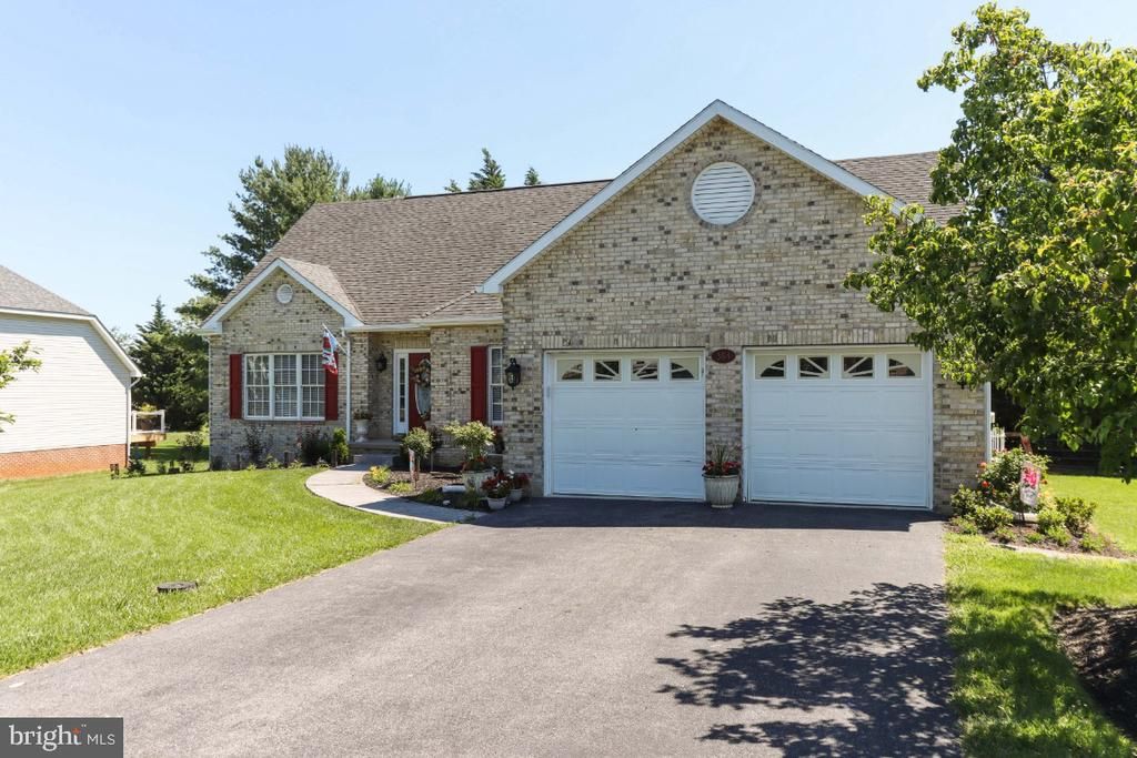Oversized 2 Car Garage - 384 TURNBERRY DR, CHARLES TOWN