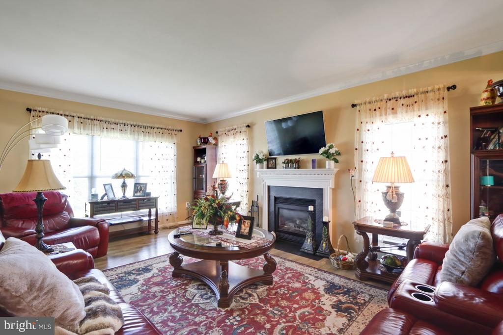 You'll Love The Open Floor Plan! - 384 TURNBERRY DR, CHARLES TOWN