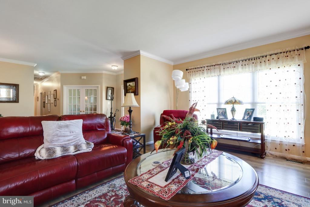 Offers a Gas Fireplace! - 384 TURNBERRY DR, CHARLES TOWN