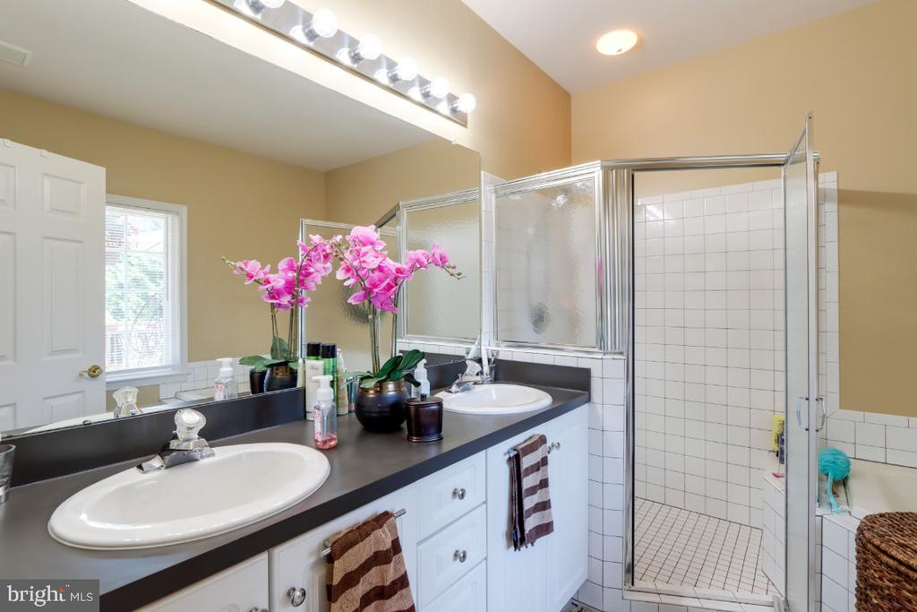 Primary Bathroom - 384 TURNBERRY DR, CHARLES TOWN