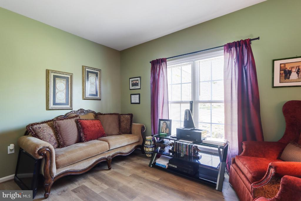 A Comfortable & Sunny Room - 384 TURNBERRY DR, CHARLES TOWN