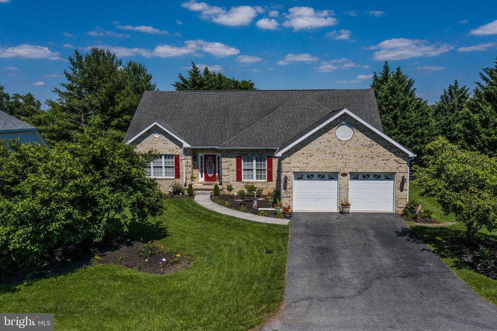 Offering 3 Bedrooms & 2 Baths - 384 TURNBERRY DR, CHARLES TOWN