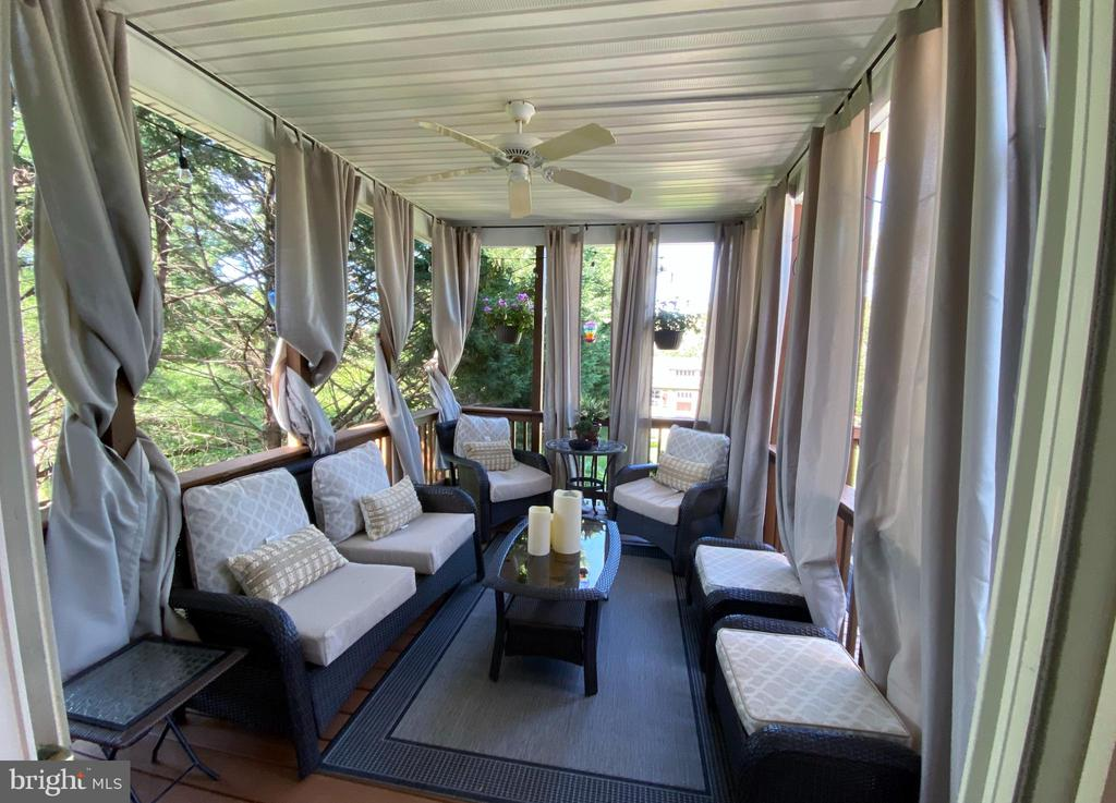 Private Covered Back Porch w/ Ceiling Fan! - 384 TURNBERRY DR, CHARLES TOWN