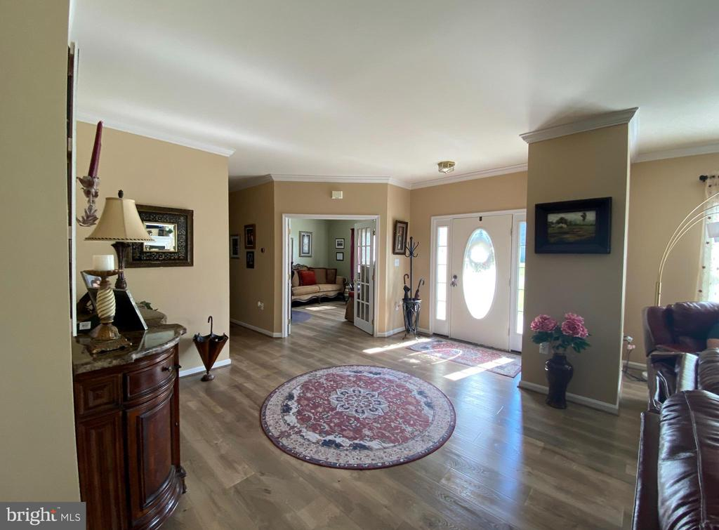 Open, Contemporary Floor Plan! - 384 TURNBERRY DR, CHARLES TOWN
