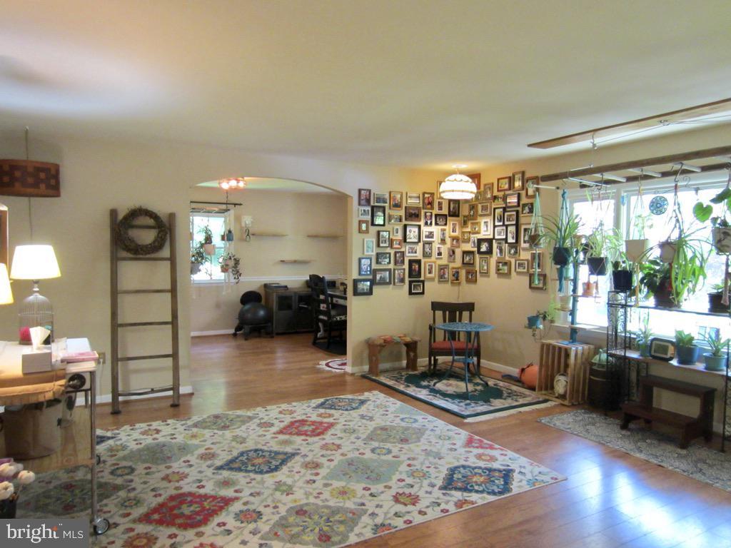 LARGE Living Room - 81 ESTATE ROW, STAFFORD
