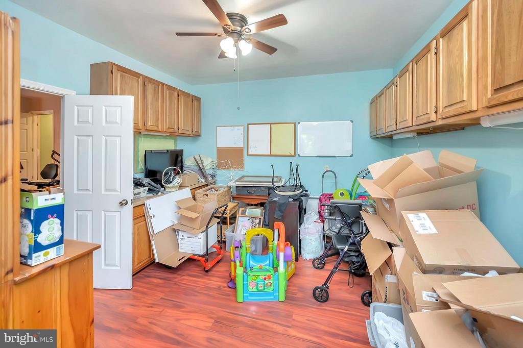 classroom is storage for the move !! - 201 HAPPY CREEK RD, LOCUST GROVE