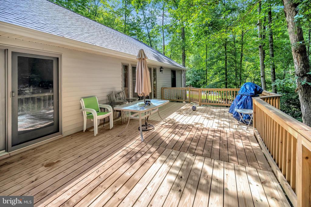 full deck to spill outdoors - 201 HAPPY CREEK RD, LOCUST GROVE