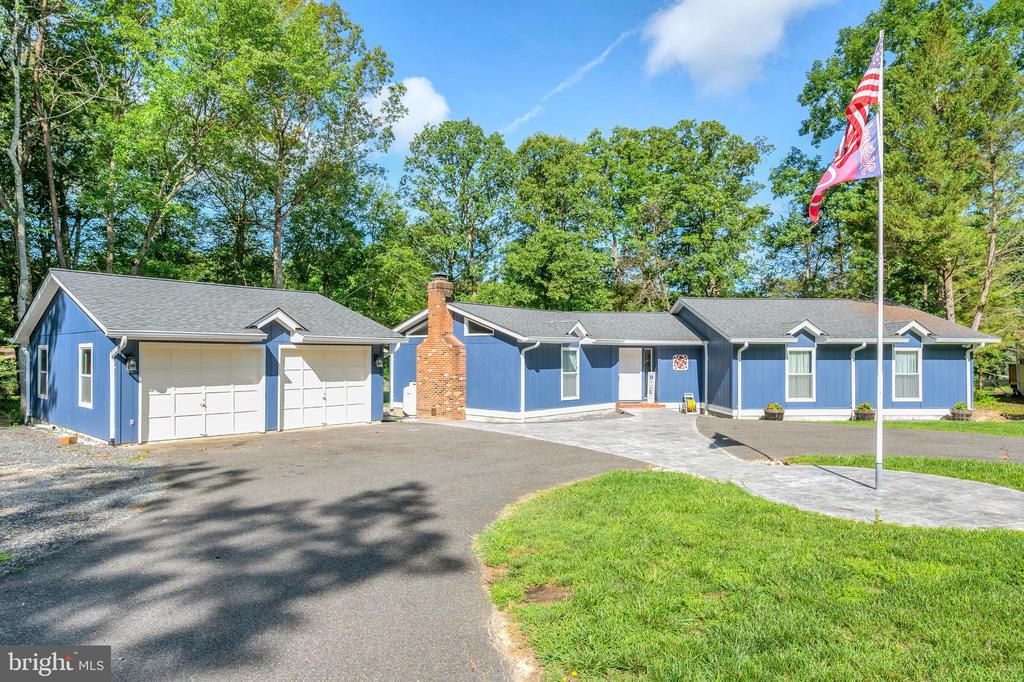 Detatched Garage with office - 141 EAGLE CT, LOCUST GROVE