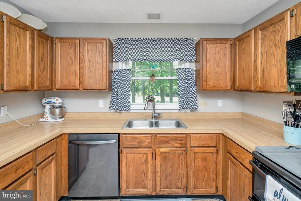 Kitchen view over the golfcourse - 141 EAGLE CT, LOCUST GROVE