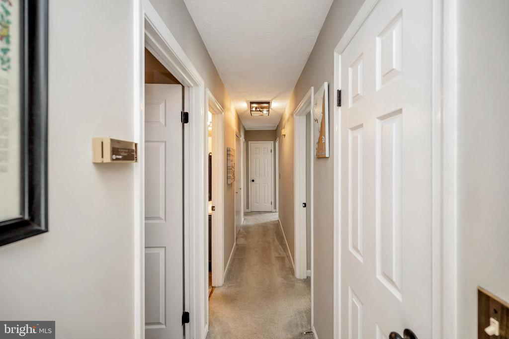 Back hallway - 141 EAGLE CT, LOCUST GROVE