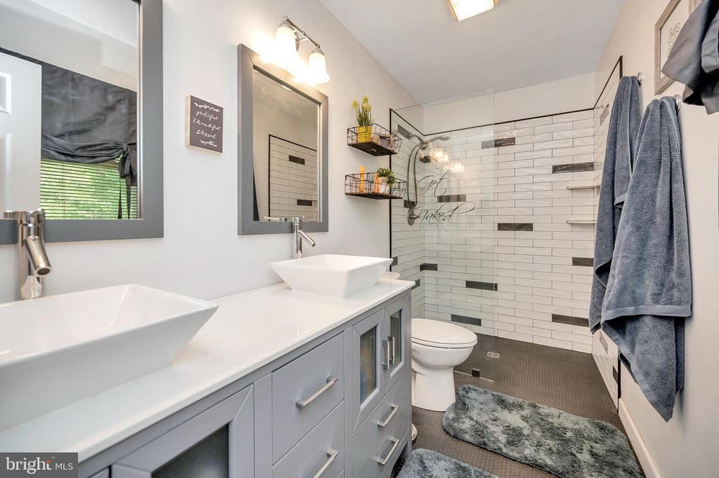 Remodeled custom Walk-in shower Bath - 141 EAGLE CT, LOCUST GROVE
