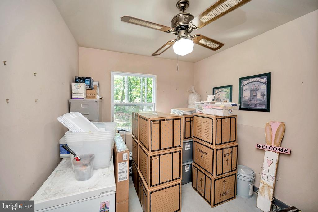 Garage  office-now storing boxes to move! - 141 EAGLE CT, LOCUST GROVE