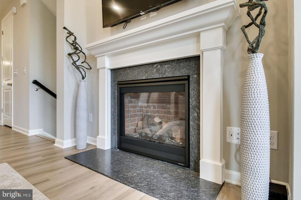GREAT ROOM FIREPLACE - 5060 DIMPLES CT, WOODBRIDGE