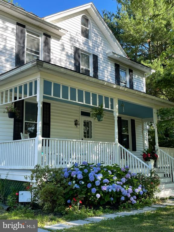 Come in and take a tour of this gem! - 410 S NURSERY AVE, PURCELLVILLE