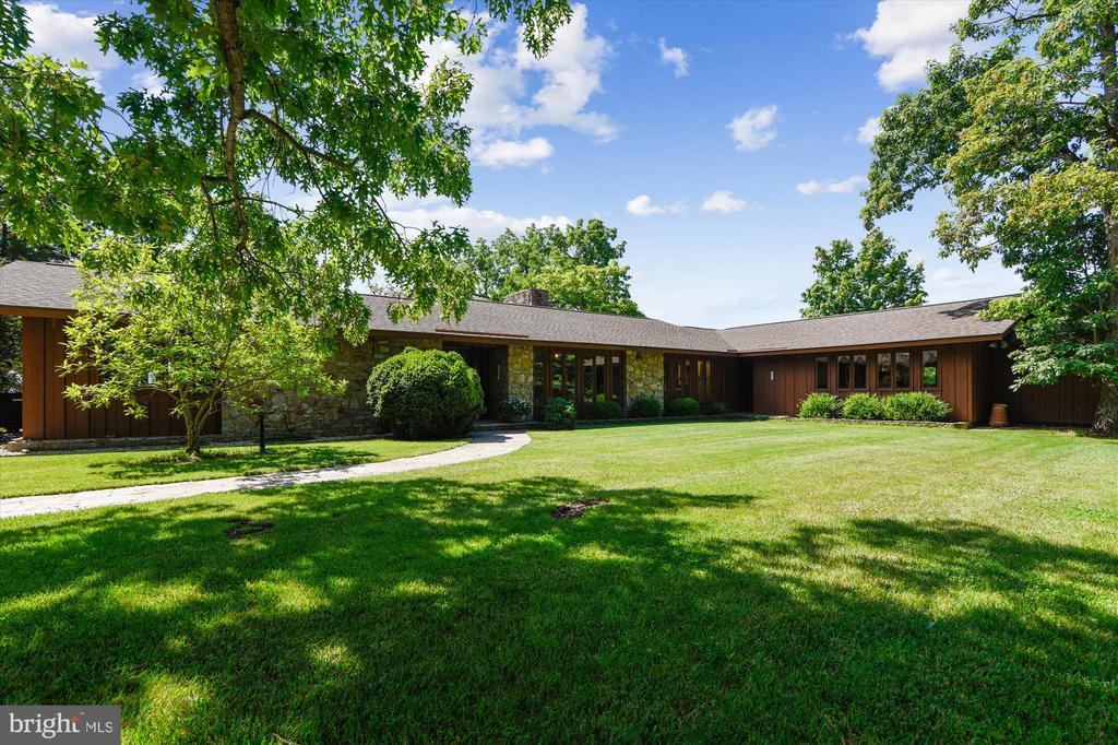 - 1823 OLD WINCHESTER RD, BOYCE