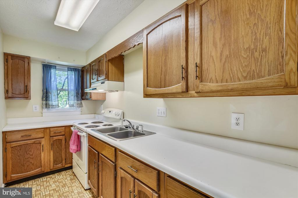 Apartment kitchen - 1823 OLD WINCHESTER RD, BOYCE