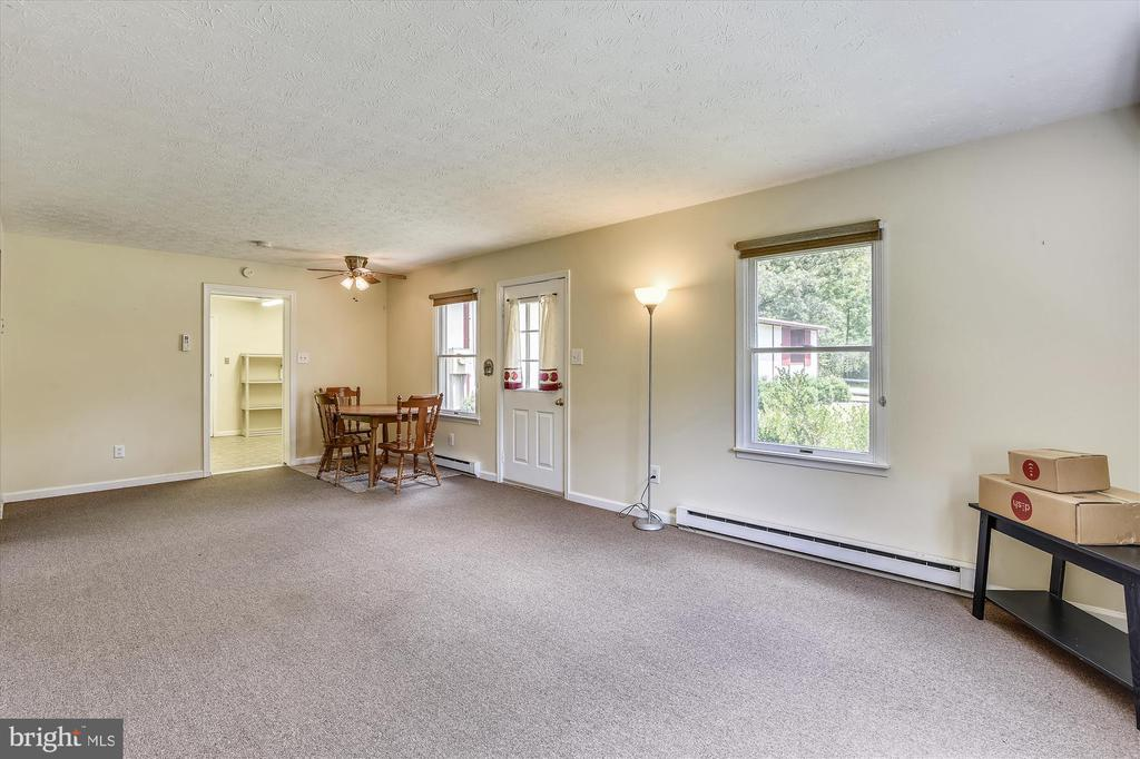 Apartment living room - 1823 OLD WINCHESTER RD, BOYCE