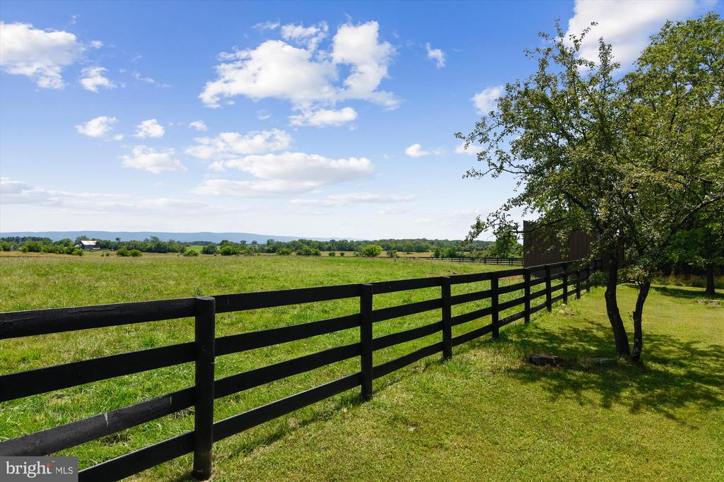 Spectacular views - 1823 OLD WINCHESTER RD, BOYCE
