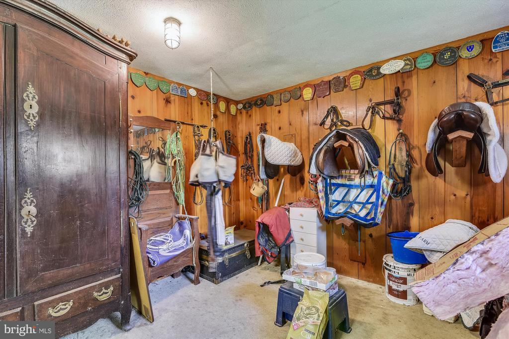 Tack room - 1823 OLD WINCHESTER RD, BOYCE