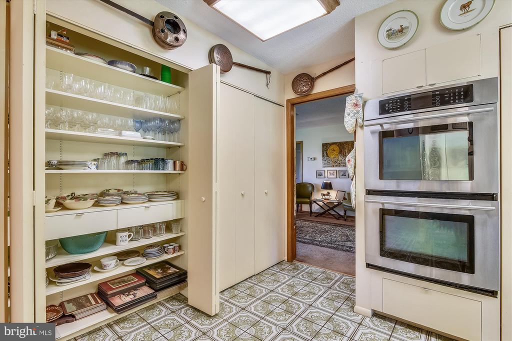 Lots of sensible storage in kitchen closets - 1823 OLD WINCHESTER RD, BOYCE