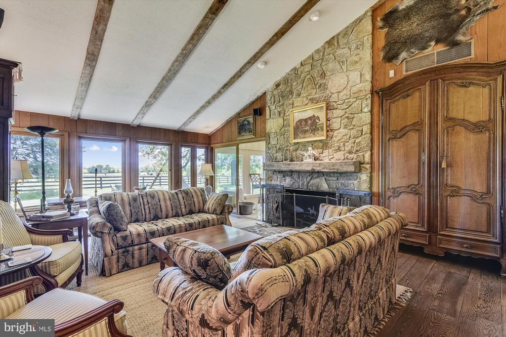 Living area of great room - 1823 OLD WINCHESTER RD, BOYCE