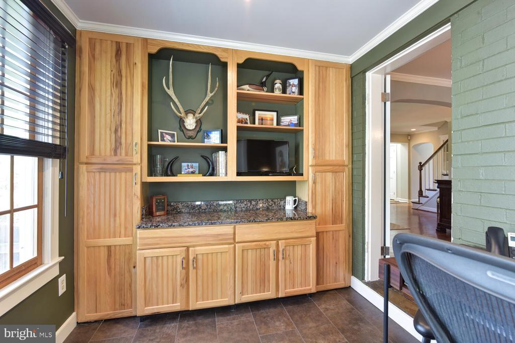 Built-ins, perfect for your home office! - 3302 ELMORE DR, ALEXANDRIA