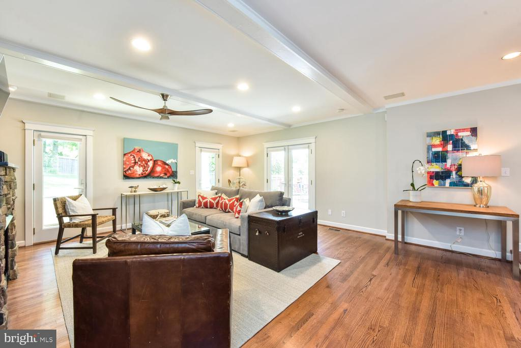 Large family room w/several doors to the outside! - 3302 ELMORE DR, ALEXANDRIA