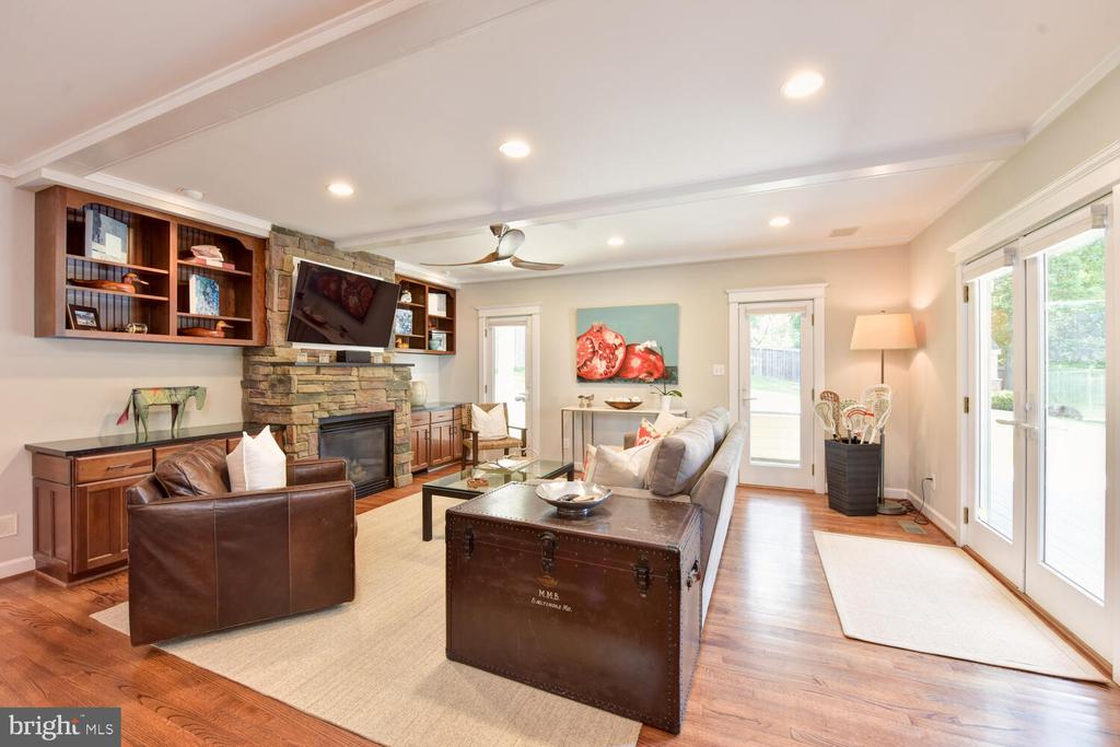 Family room with gas fireplace and built-ins - 3302 ELMORE DR, ALEXANDRIA