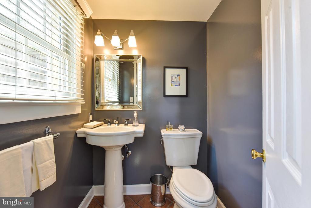 Main level half bathroom - 3302 ELMORE DR, ALEXANDRIA