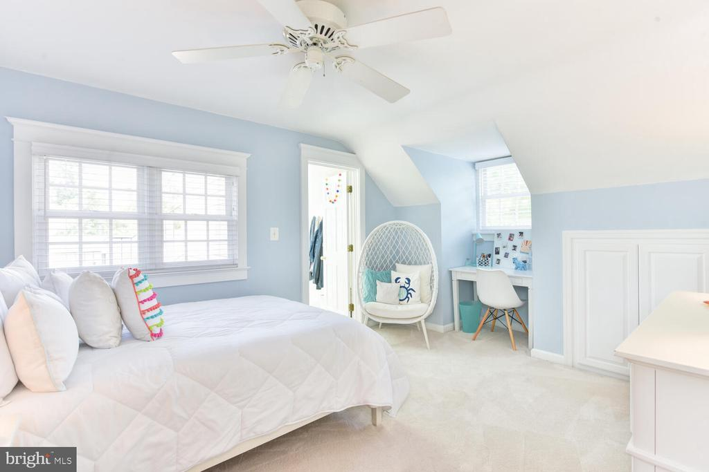 Bedroom 2 with so much light! - 3302 ELMORE DR, ALEXANDRIA
