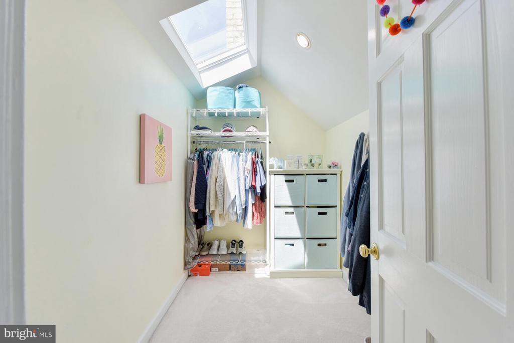 Walk-in closet - 3302 ELMORE DR, ALEXANDRIA