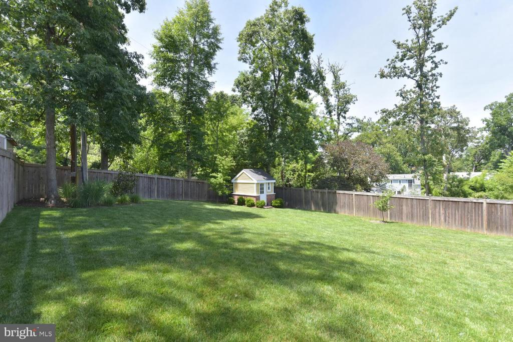 Large, beautiful, fenced yard! - 3302 ELMORE DR, ALEXANDRIA