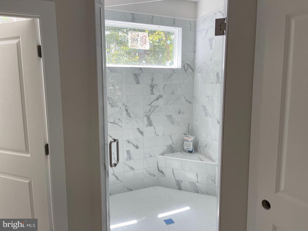 MASTER BATH - 2303 LAKEVIEW PKWY, LOCUST GROVE