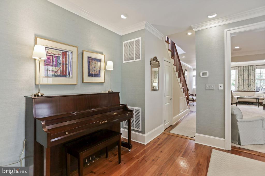 Piano niche - 121 6TH ST NE, WASHINGTON