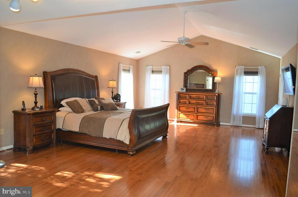 Owner's suite w/cathedral ceiling! - 6304 SPRING FOREST RD, FREDERICK