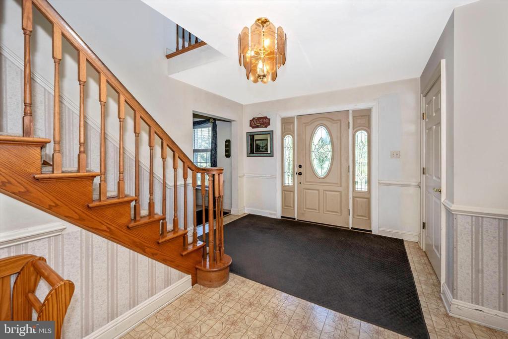 Spacious foyer - 10740B WOODSBORO RD, WOODSBORO