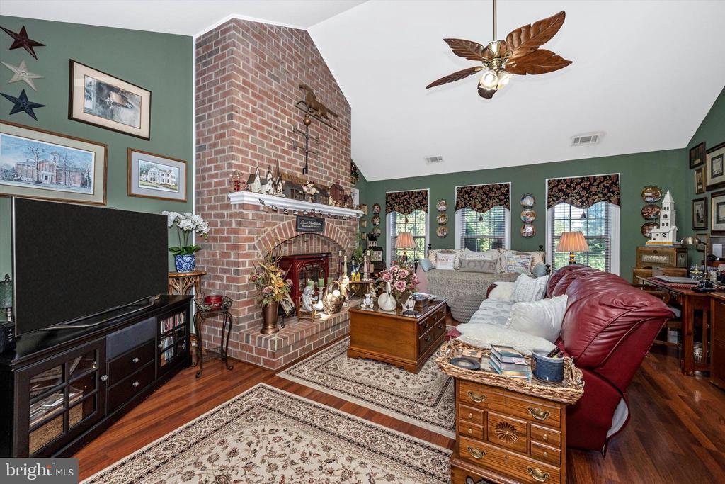 In-law suite living room - 10740B WOODSBORO RD, WOODSBORO