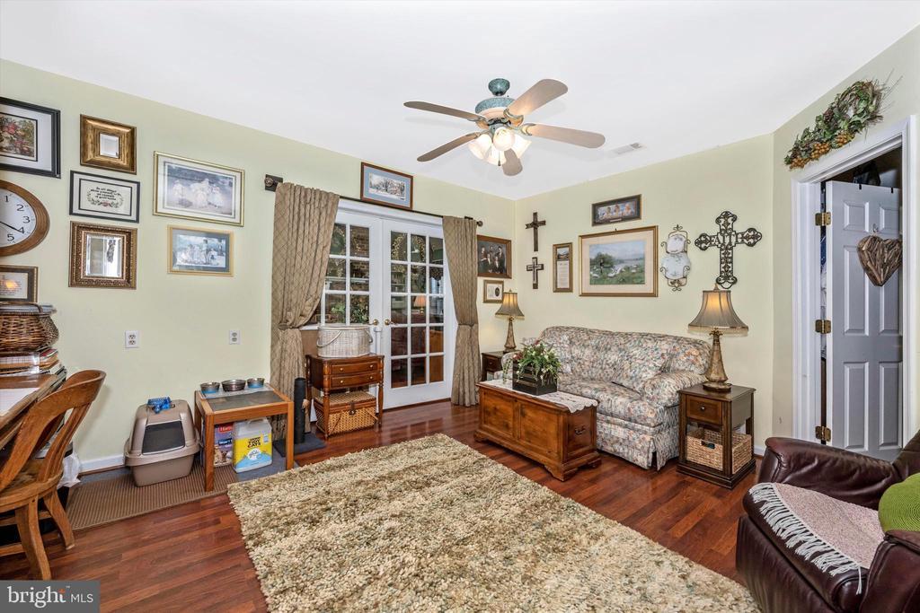 In-law suite sitting room - 10740B WOODSBORO RD, WOODSBORO