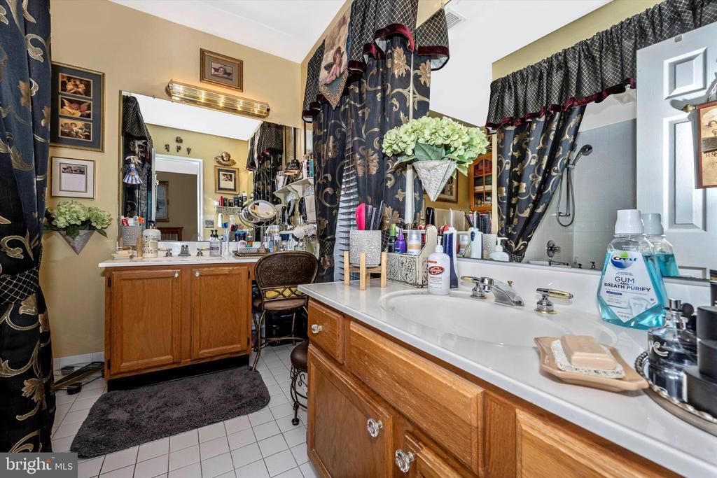 In-law suite full bath - 10740B WOODSBORO RD, WOODSBORO